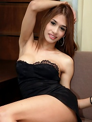 Sexed up Asian shemale unleashes her spunk