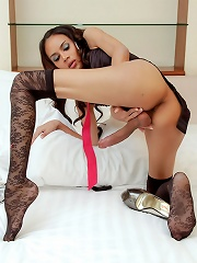 Freaky hung Mint ass inserts her stilletos